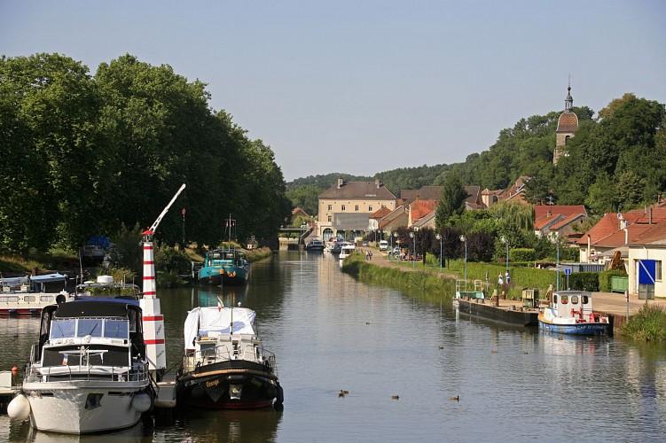 Port-sur-Saône : port de plaisance et location de bateaux