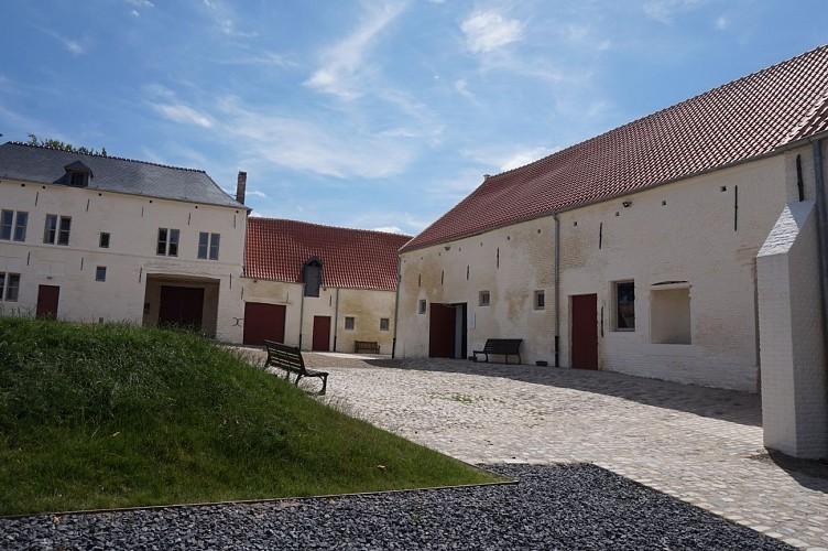 Ferme d'Hougoumont extérieur
