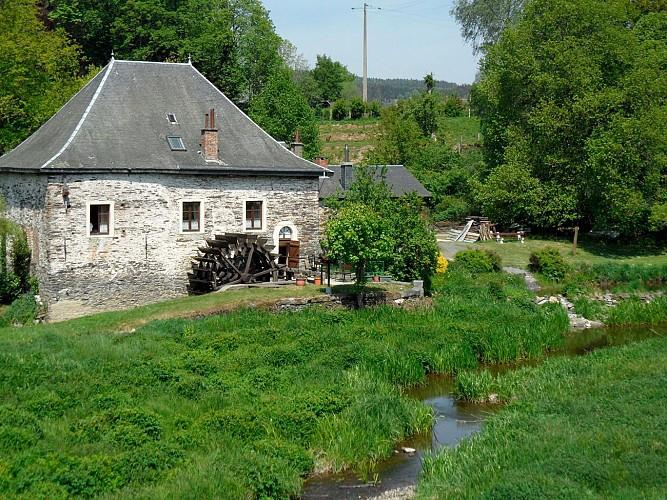 Le Moulin et le pont de claies