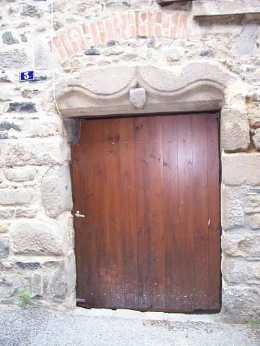N°2 : Maison des Prieurs - rue et impasse du château