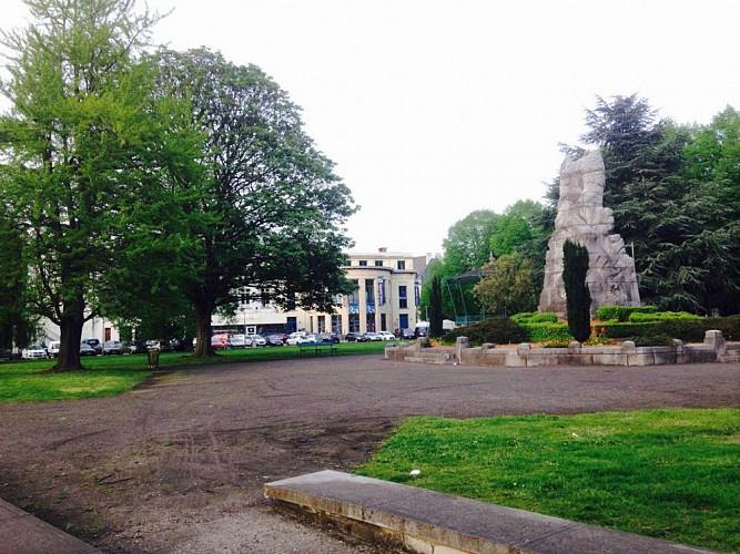 Parc Henrion et le Monument aux Morts