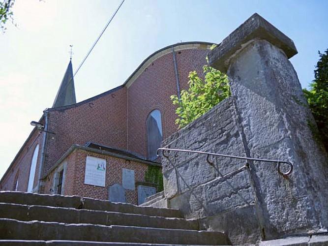 Entrez dans l'enceinte de l'église