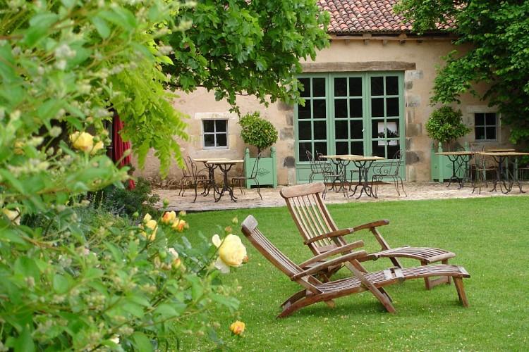 Départ de l'Hôtel restaurant les Orangeries -Lussac les Châteaux