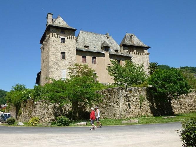 Le Château d'Entraygues au confluent du Lot et de la Truyère