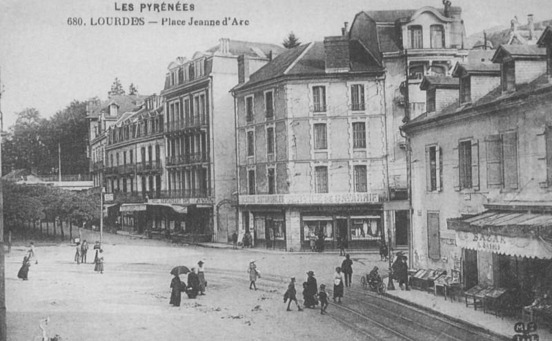 Jeanne d'Arc square – Arrieux Bridge