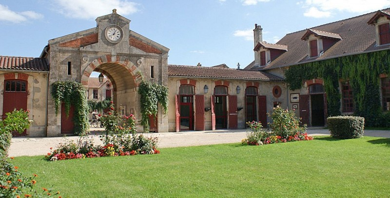 Office de Tourisme et le Haras National
