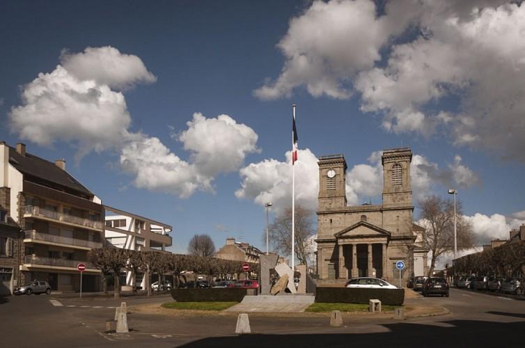 Eglise et Place Saint-Michel