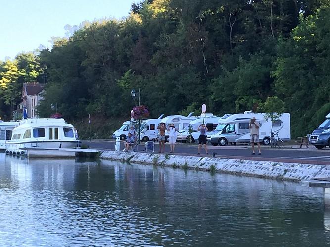 Chatillon sur Loire-aire de stationnement pour camping