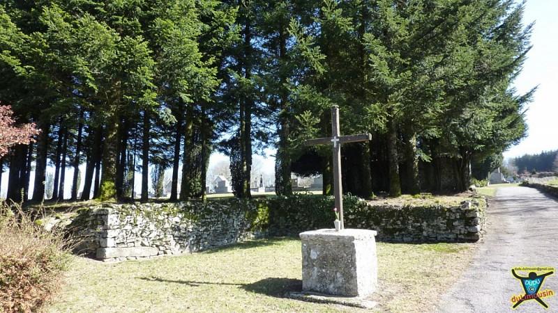 Cimetière de Montrol-Sénard
