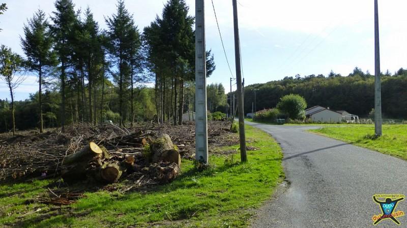 Quitter la route du Breuil et descendre le chemin à gauche