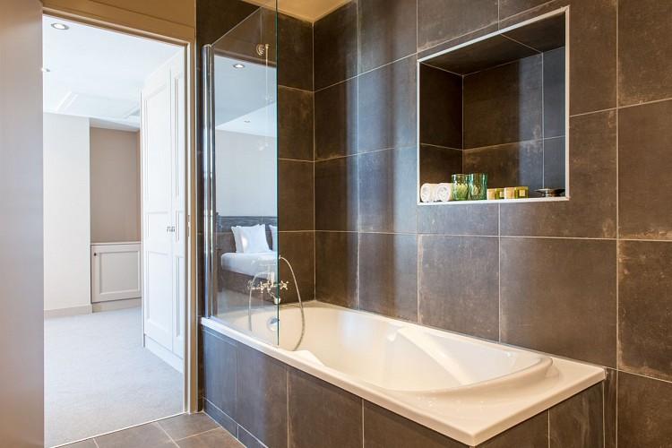 Salle de bain, chambre confort