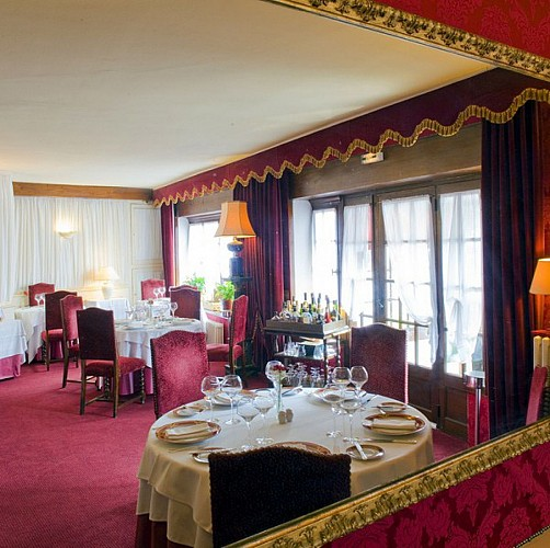 Restaurant du grand sully table