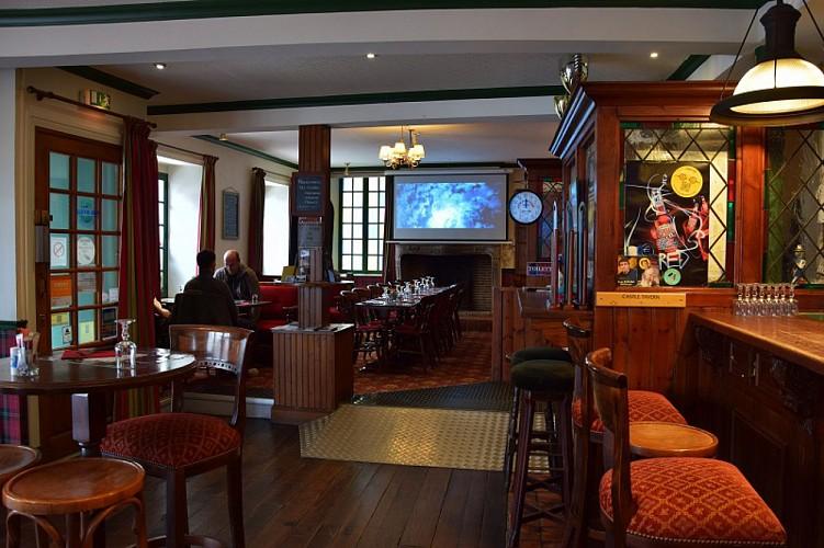 Castle-tavern-bar-2