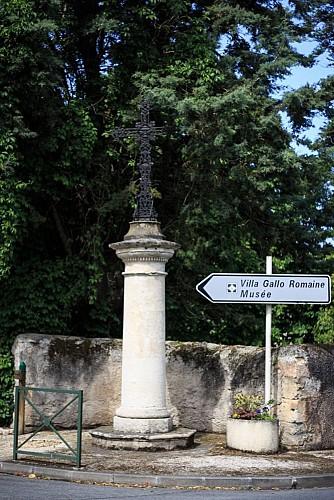 Ancienne croix de cimetière