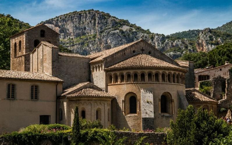 L'abbaye de Gellone chef d'oeuvre de l'art roman - Non accessible en Fauteuil Roulant
