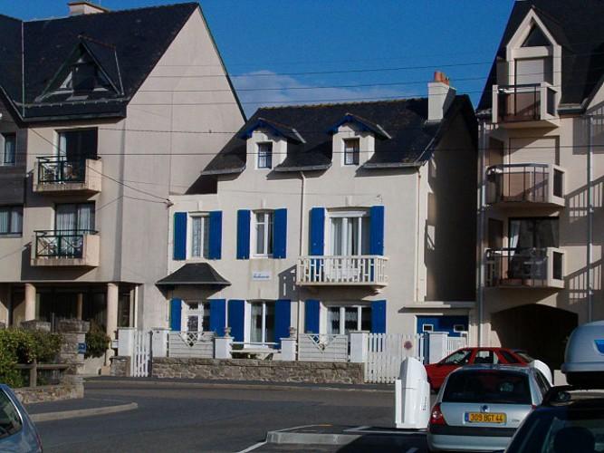 Chez Mme Desouches