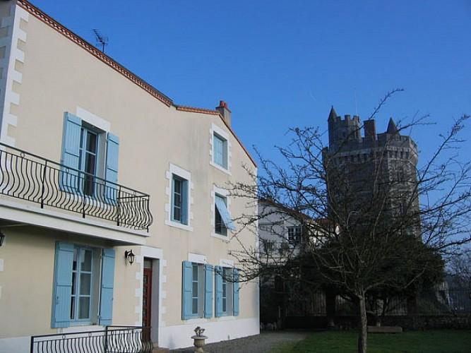 CHAMBRE D'HÔTES AU PIED DE LA TOUR