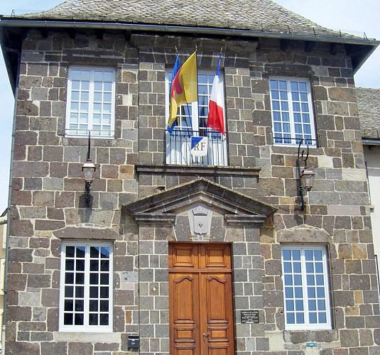 Monuments et architecture mairie de vic sur c re vic sur cere - Office de tourisme vic sur cere ...