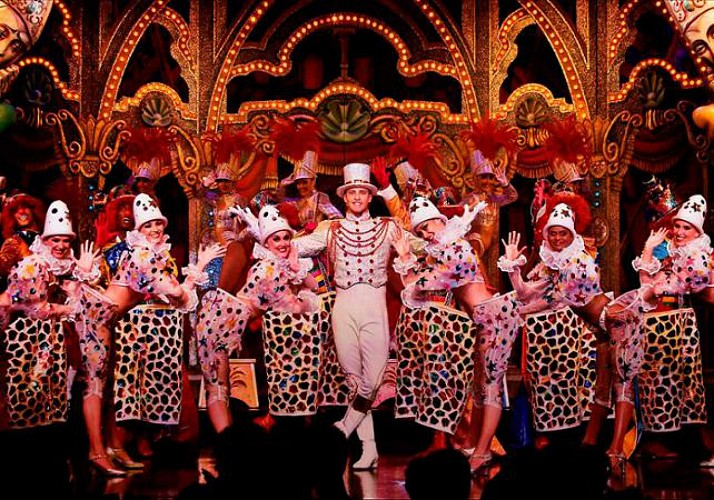 Dinner and Moulin Rouge Show – With Champagne