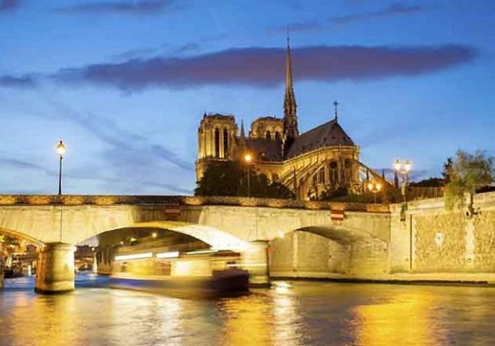 Offre Soirée 3 en 1 : Tour en bus, Croisière seine & Visite de la Tour Eiffel en accès prioritaire