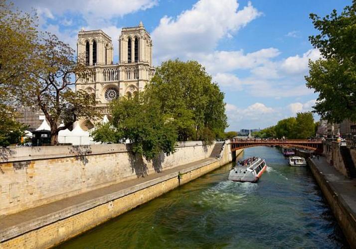 Lunch at the Eiffel Tower, Coach Tour of Paris & Seine River Cruise – Skip the line