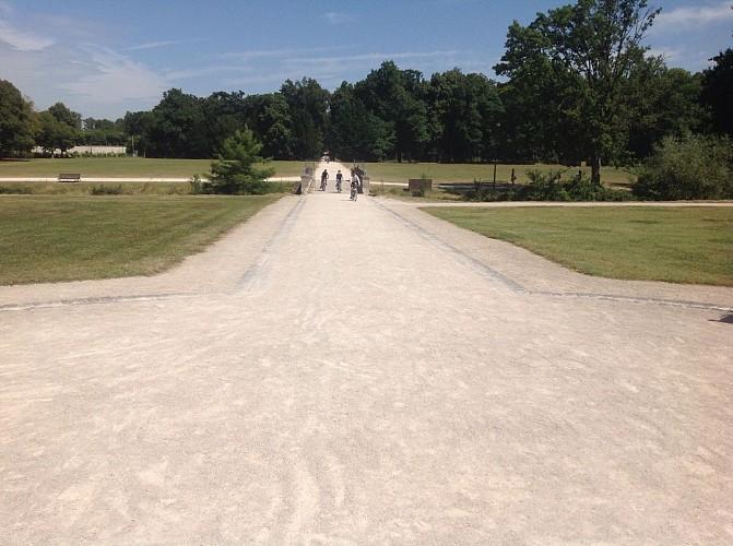 Avant-cour du Château - histoire du château et du parc