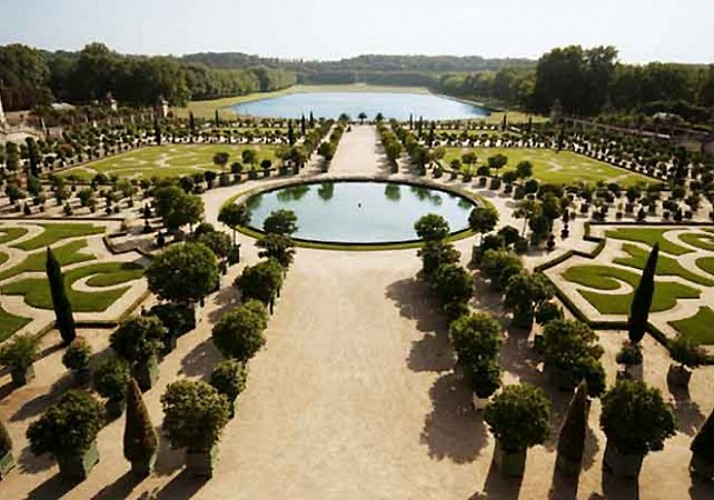 The Palace & Gardens of Versailles: Priority Access + Train Tickets from Paris