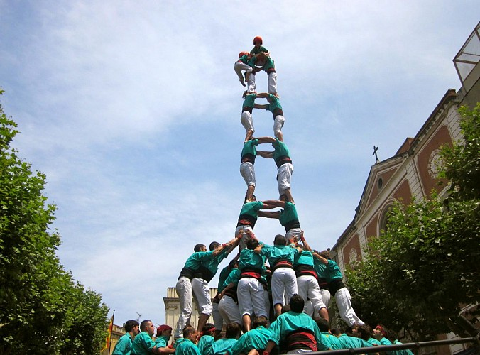 Discover the Catalan wine-growing regions and human pyramids in a local festival