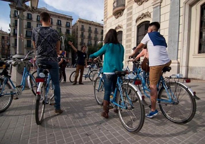 Guided Bike Tour of Barcelona's Historical and Artistic Sites
