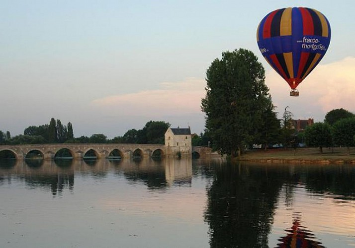 Hot Air Balloon Flight over the Loire Valley!