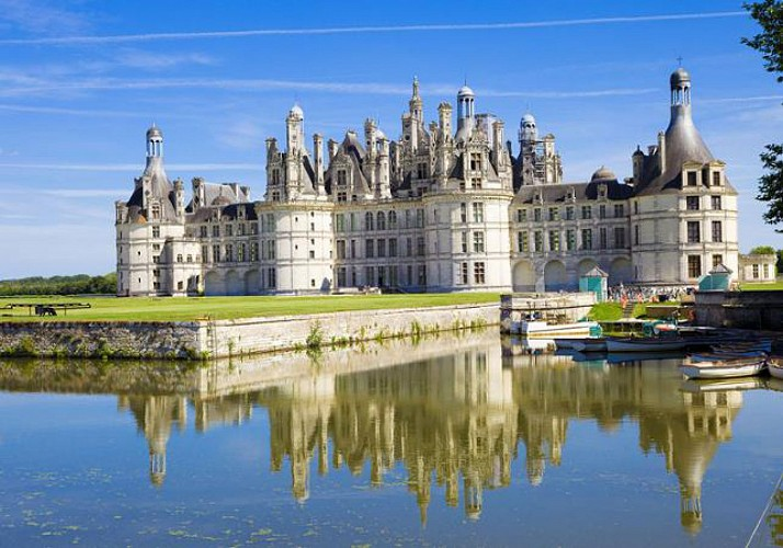 Discovery Day in a Minibus: Châteaux d'Amboise, Chenonceau, Chambord & Clos Lucé – Leaving from Tours