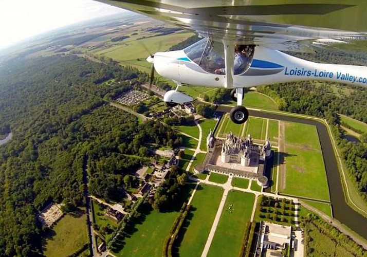 Flight over the Châteaux of the Loire Valley by Ultralight Aviation