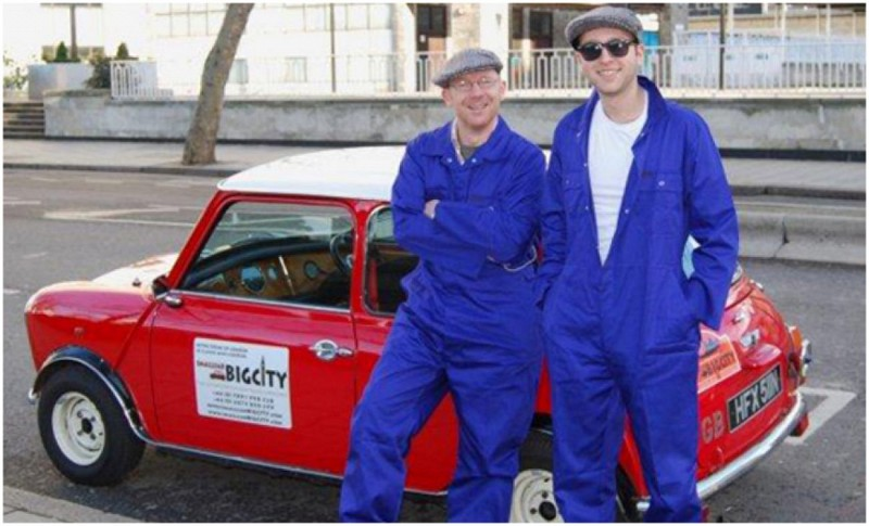 Londres en Mini sur le thème du film 'Braquage à l'Italienne' (The Italian Job)