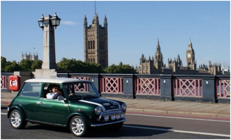 London by Mini along the Thames – 2-hour tour