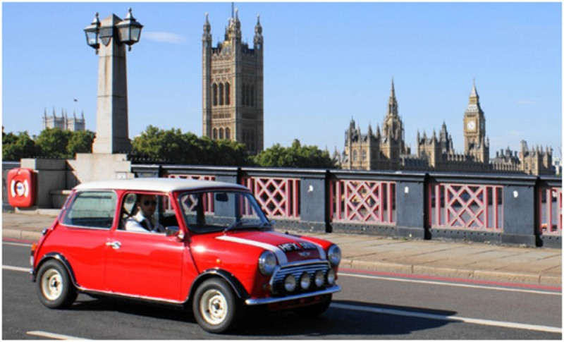 Tour the Best of London in a Classic Mini (90 minutes)