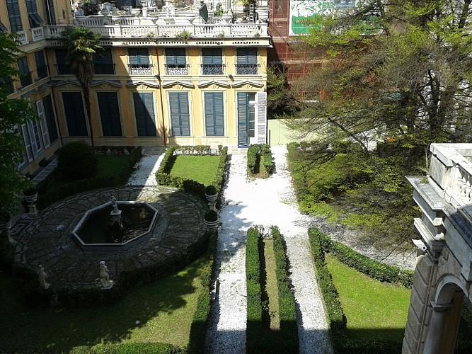 """Tour guidé à pied du centre historique de Gênes et visite libre des musées de la """"Strada Nuova"""""""
