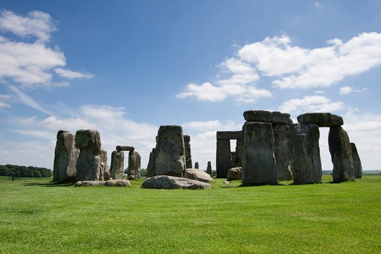 Day Trip to Windsor Castle (guided tour), Stonehenge, Lacock and Bath