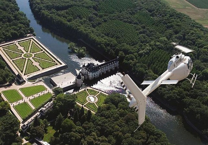Private Helicopter Flight – Chenonceau, Amboise, Pagoda of Chanteloup