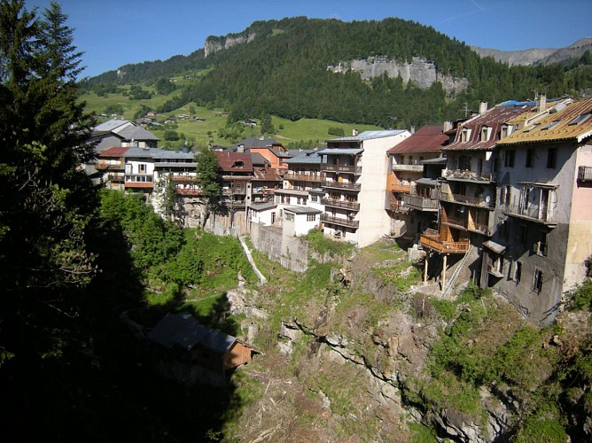 Hanging houses – Panoramic view