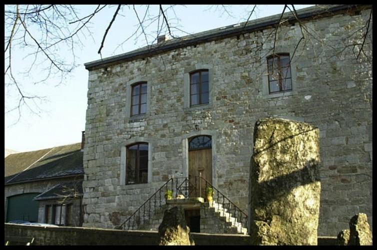 Ancienne maison fortifiée (place de la Pierre, 12)