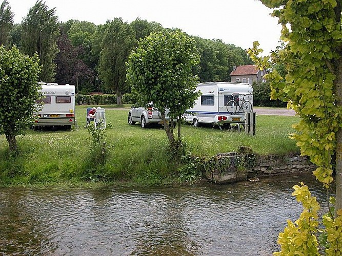 champagne 52 humes camping municipal interieur.
