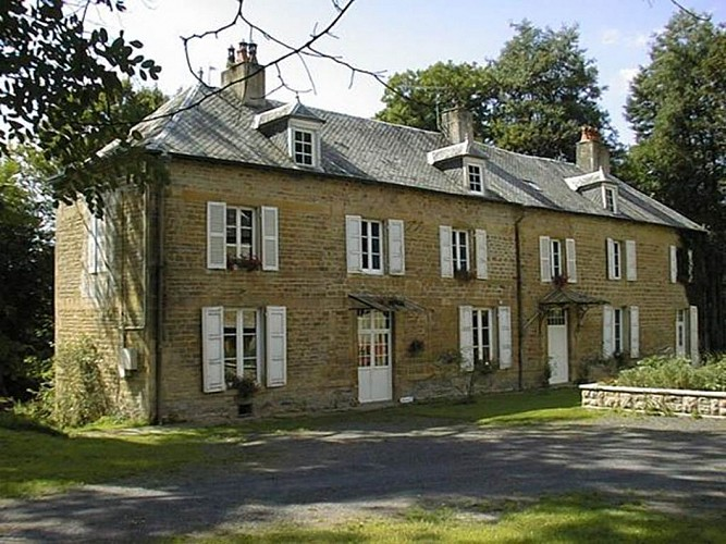 Le Petit Château, chambre d'hôtes dans demeure de caractère, proche Charleville