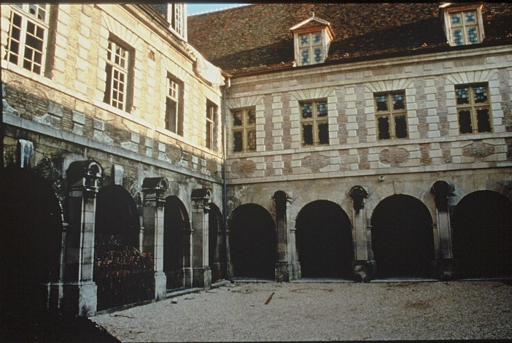 Die ehemalige Abtei Saint-Martin-ès-Aires und heutige Kunsthochschule