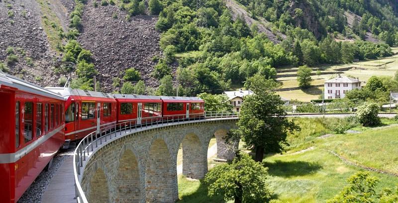 Voyage en train Bernina Express et visite de St Moritz - en Suisse