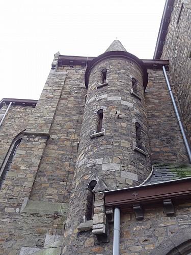 Eglise Saints Victor et Léonard et son presbytère