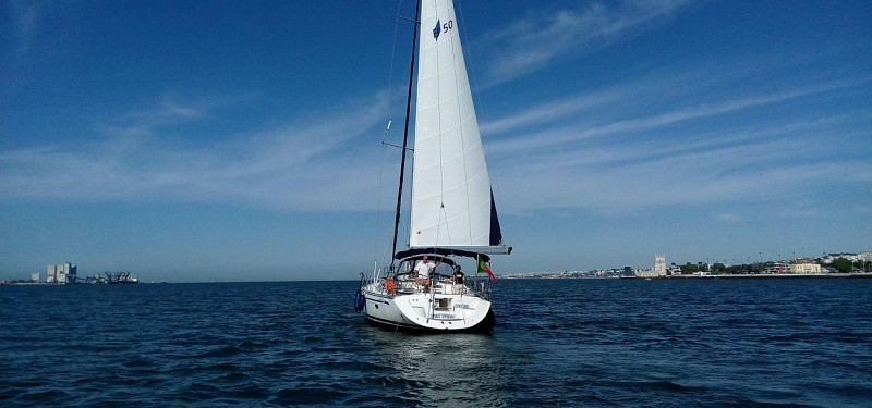 Sailboat Cruise around Lisbon Bay