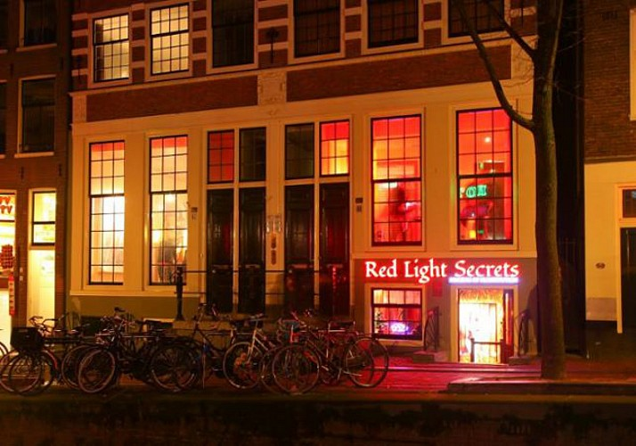 Ticket to the Museum of Prostitution + 1-hour Cruise on the Amsterdam Canals