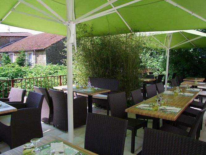 champagne 52 andelot hotel le cantarel terrasse 3230.