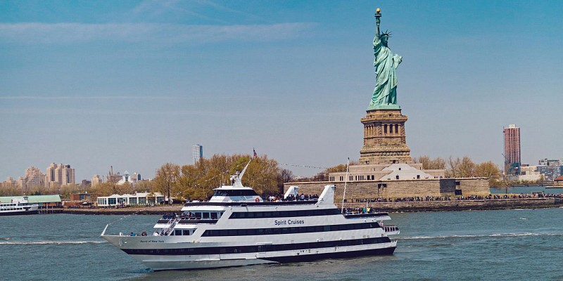 Lunch Yacht Cruise in New York