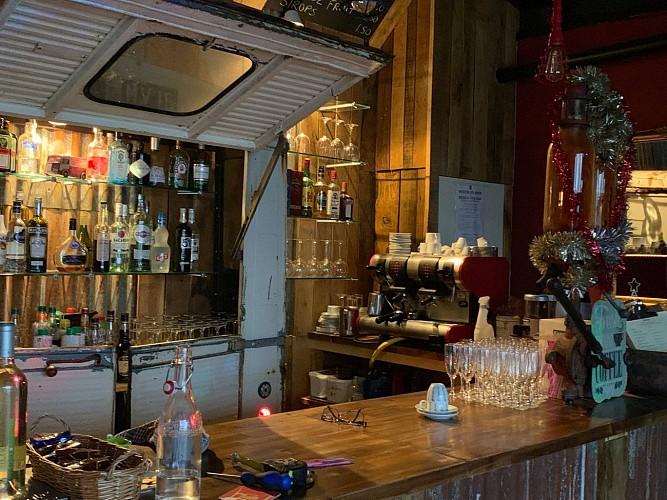Bar restaurant 145